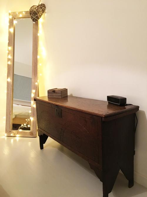 Bedroom2-Mirror