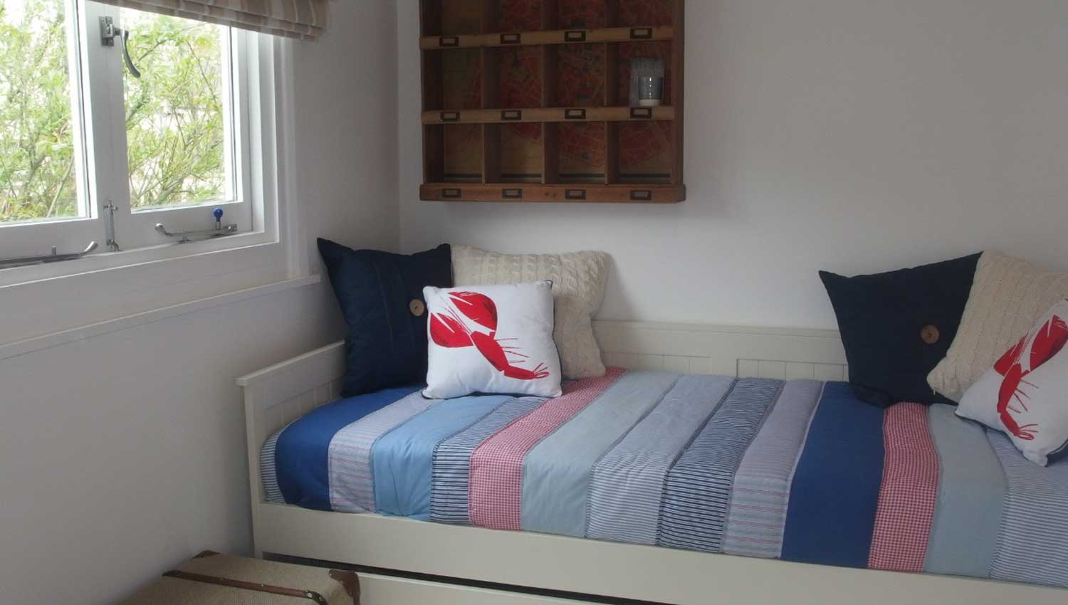 snug or twin room with two full size single beds