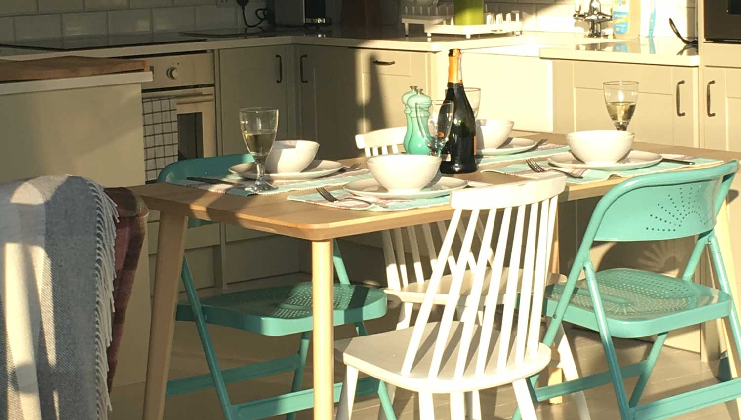 Owlers Retreat Camber Sands Holiday Cottage - Slider - Contemporary Kitchen Dining